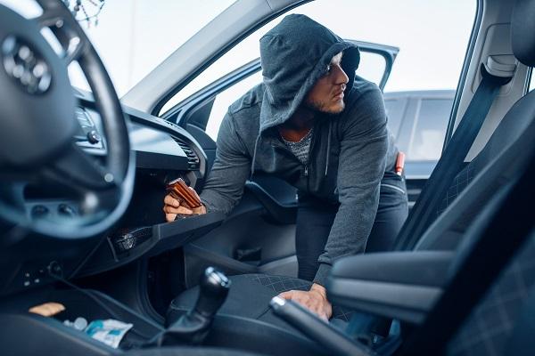 يغطي التأمين الشامل للسيارة الأضرار التي تلحق بالسيارة بسبب الحريق أو السرقة أو الفيضانات أو التخريب، وما إلى ذلك