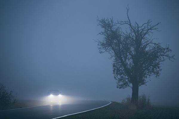 ترى مسافة قليلة من الطريق أمامك عند القيادة في الليل وليس لديك المساحة أو الزمن الكافيان للتوقف