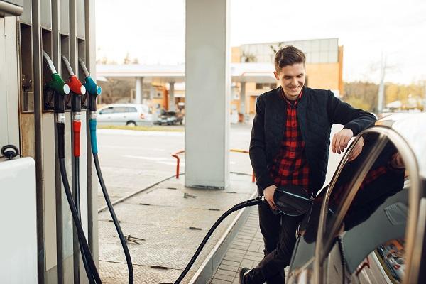 اخرج في الصباح الباكر واملأ سيارتك بالوقود كي لا تتأخر عن عملك وتتفادى نفاذ وقود السيارة