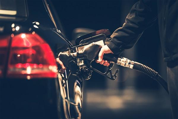 املأ سيارتك دائمًا بالوقود قبل أن ينخفض مستوى الوقود كثيرًا